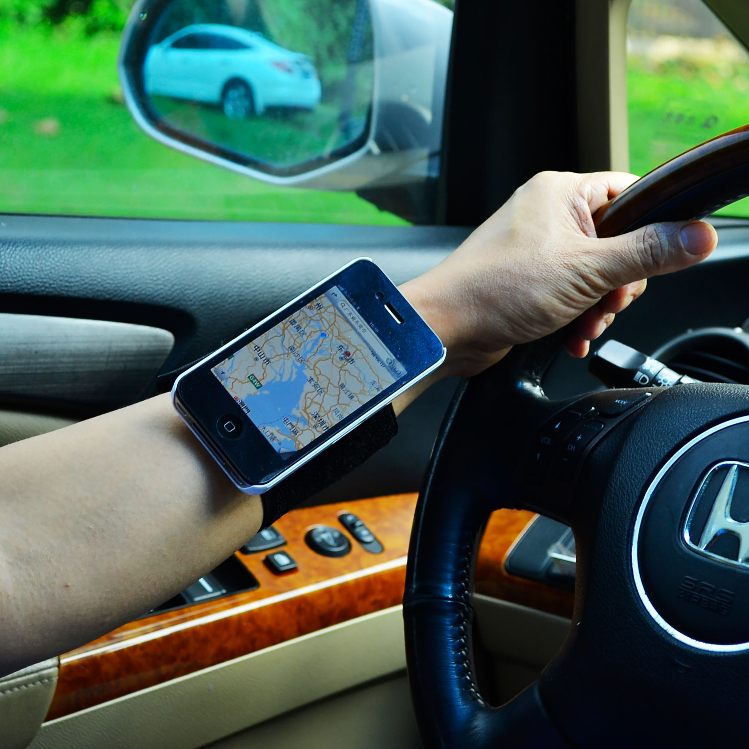 TFY Wristband Mount Holder for iPhone and Samsung Galaxy S-Car Mount ...